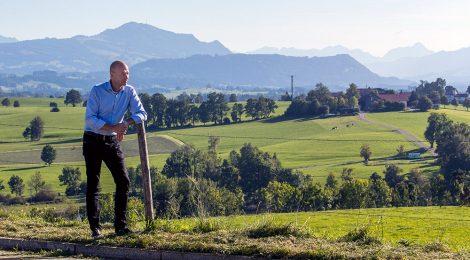 Thomas Kiechle bei einem Spaziergang im schönen Allgäu