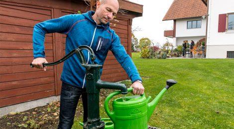 Klimaschutz - Thomas Kiechle bei der Gartenarbeit