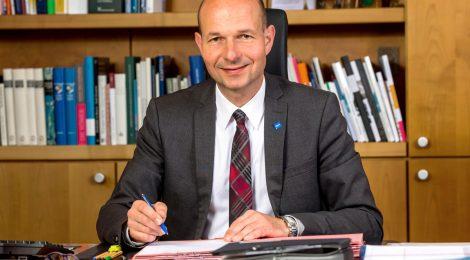 Thomas Keichle an seinem Schreibtisch im Rathaus